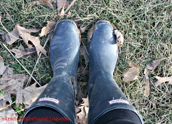 hunter boots sarahandtheboysblog.com